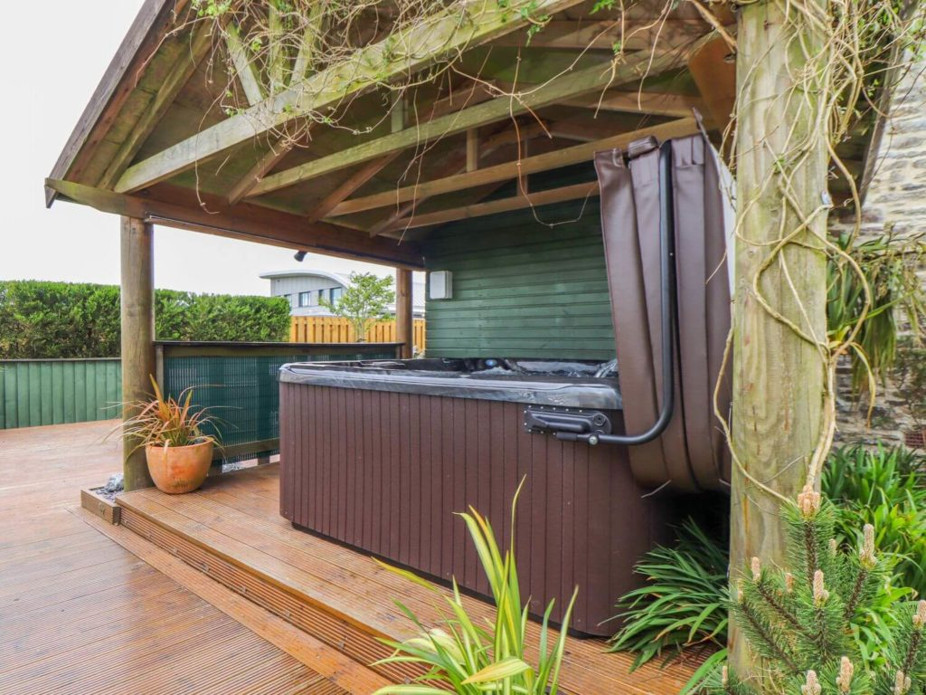 Heliview Cottage Hot Tub