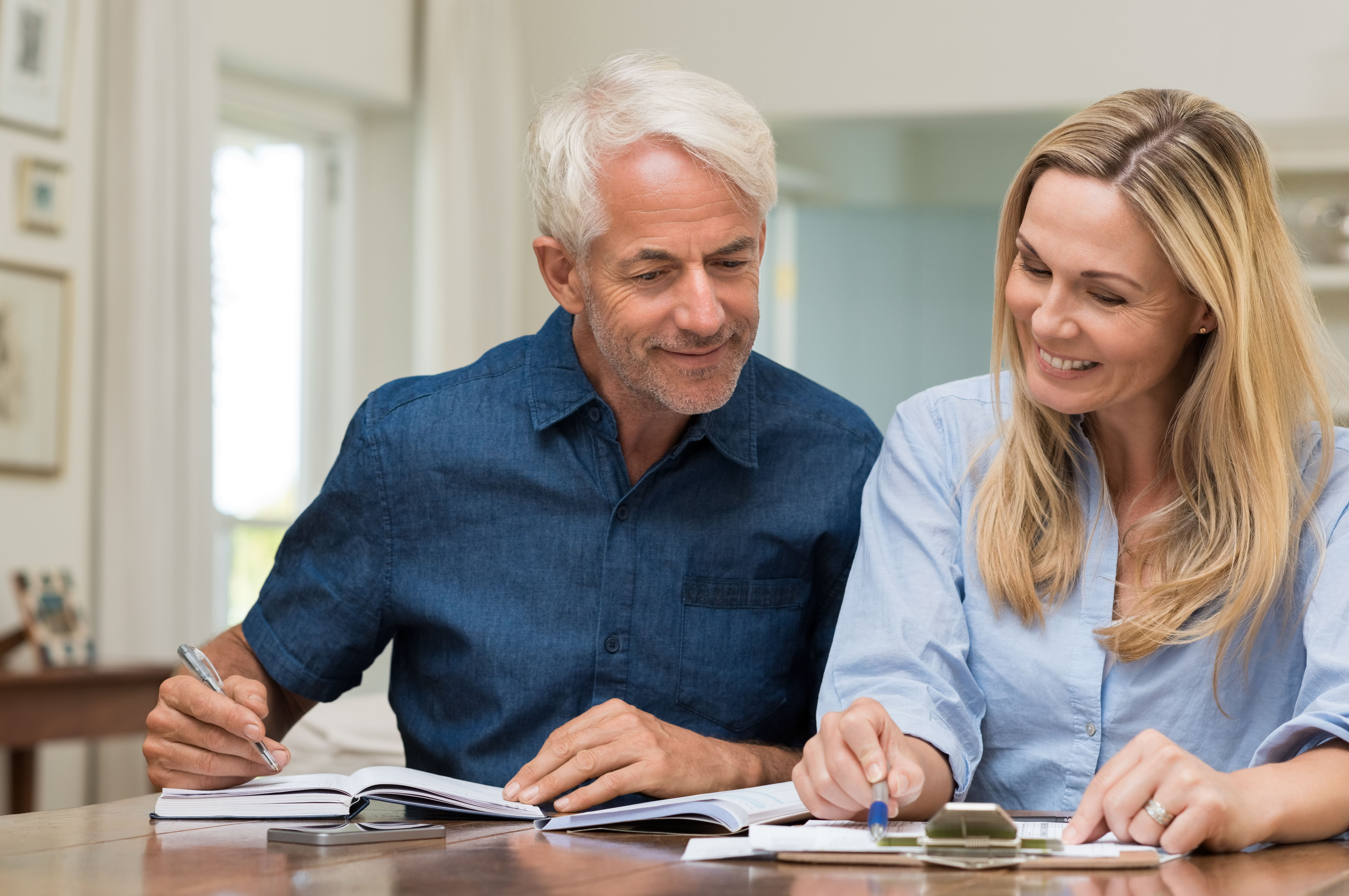 Couple-discussing-home-economics